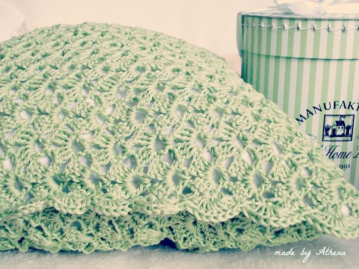 Green crochet pillow - spring inspiration