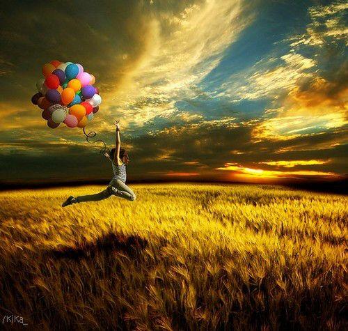 """""""Pare de viver sua vida como se estivesse num filme. Pare de idealizar seu amor em vez de encontrá-lo. O amor não é sempre como um raio, as vezes é só uma escolha. Talvez o amor verdadeiro seja uma decisão. Decisão de correr risco com alguém. Dar-se, sem se preocupar se vão dar algo em troca ou magoar você ou se é a pessoa certa. Talvez o amor não seja algo que aconteça, talvez seja apenas uma escolha."""""""