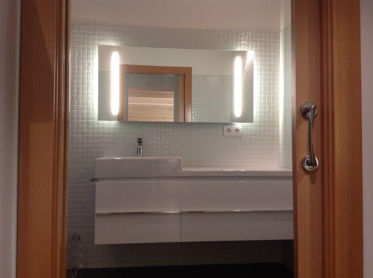 Vista frontal de uno de los baños. Todos los sanitarios son de LOSTAL (Santander)