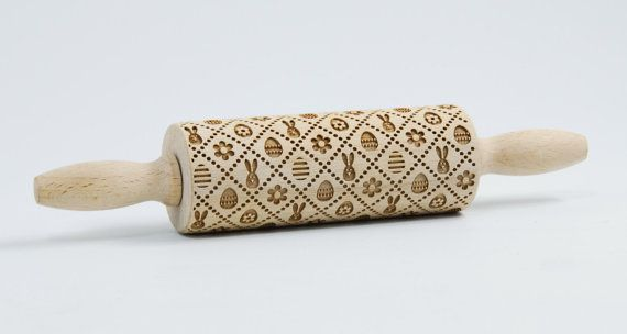 This is a diminished version of my original rolling pin embossing, its easier to catch and use of children. Rolling pin, to emboss baking dough,