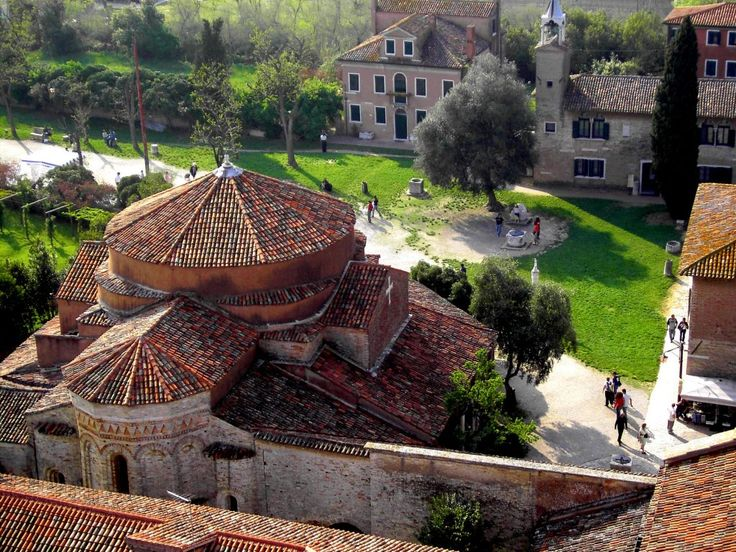 la piazza di Torcello vista dal campanile