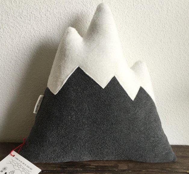 Kuschelig flauschiges Bergkissen / fluffy mountain cushion by Allerhand aus dem Land via DaWanda.com