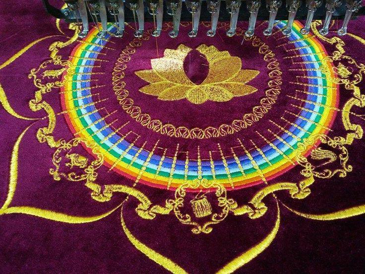 Машинная вышивка металлизированной нитью по бархату krainavyshyvki.com