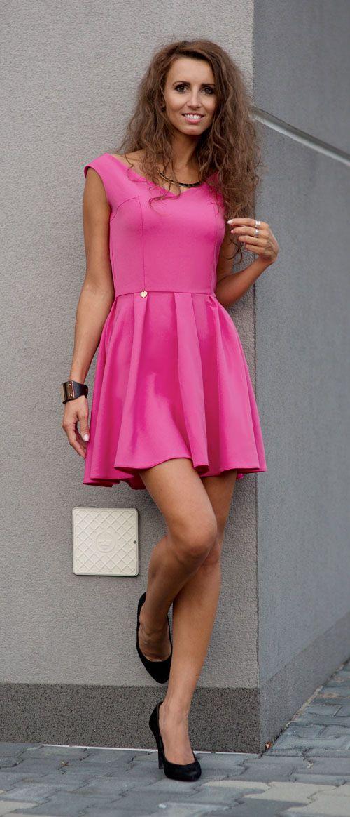 sukienka rozkloszowana różowa, sukeinki na wesele, sukienka na sylwestra, sukienka na studniówkę, sukienki