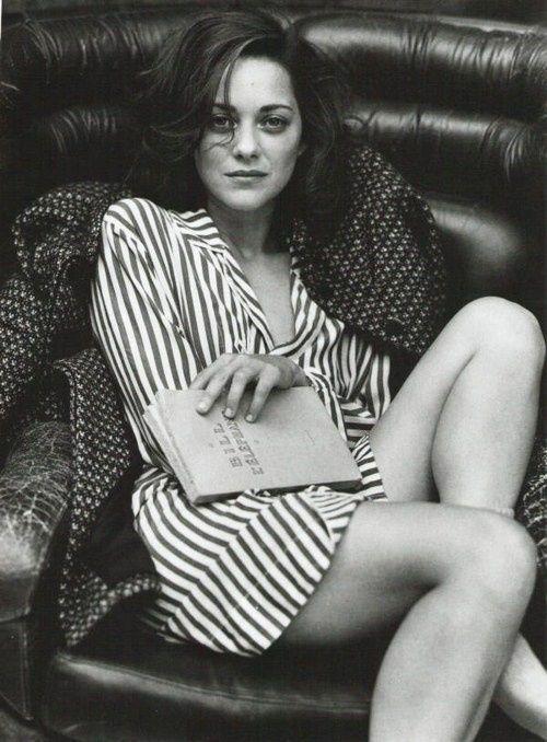 Ⓜ (C) 0085 / Marion Cotillard (1975- ....) - es una actriz y cantante francesa ganadora de los premios Óscar, BAFTA, César y Globo de Oro por su interpretación de Édith Piaf en la película La vida en rosa.