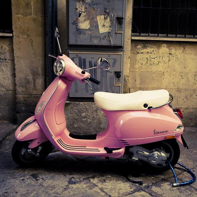 Pink Vespa in Italia!