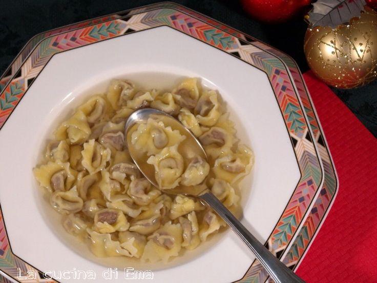 I cappelletti solo tipici di Natale, una pasta ripiena di antica tradizione emiliana.