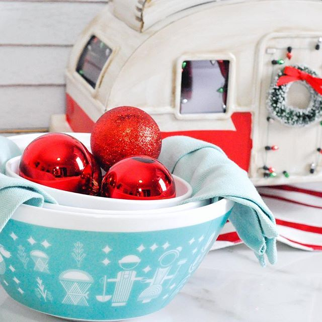 Vintage Charm bowls, the perfect gift for mom this Christmas