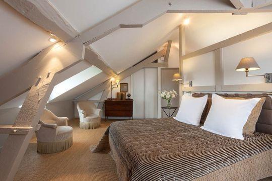 Une chambre chic et naturelle