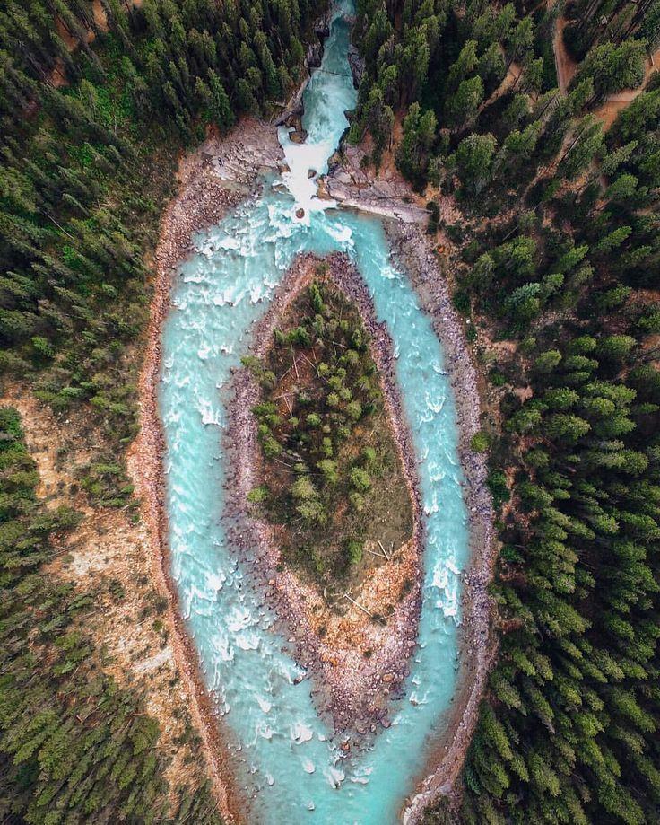 Sunwapta Falls, Alberta, Canada // @deftony83