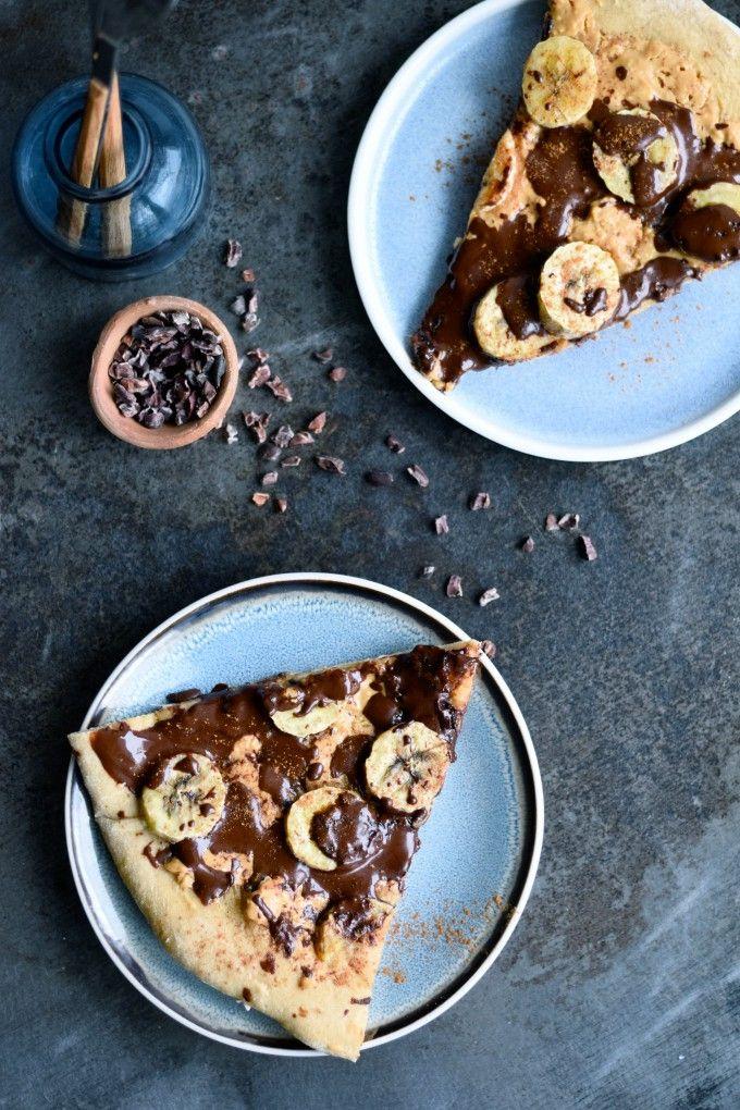 Lækker pizza til morgenmad. Det lyder godt, gør det ikke? Her kommer en opskrift på en lækker pizza med peanutbutter, banan og chokolade!