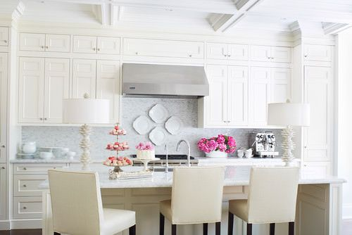 Use decorative plates from your own cupboard, yard sales, or even your dollar shop to create cottage style backsplash decor. Plates are easily washed, add style and color, and can be hung in just a few minutes. Photo from 'Houzz'.