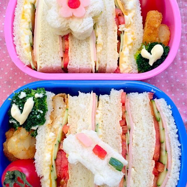きゃぁ後1日でお弁当ある日が終わる....朝は楽になるけど、お昼までに色々終わらせてご飯作らなくっちゃ  ☆サンドウィッチ(卵・ハム・キュウリ・チーズ&卵・トマト・フライドチキン・チーズ・キュウリ)☆ハッシュドポテト☆みかん☆ - 55件のもぐもぐ - Lunch box☆SandwichFlower&Busサンドウィッチ お花とバス by Ami