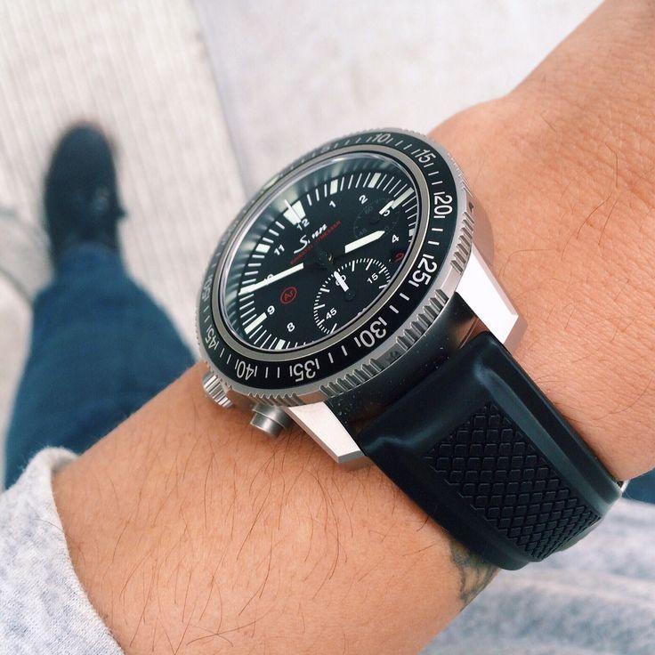 Hirsch Accent Natural Rubber Watch Strap In Black