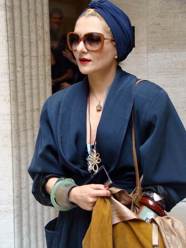 Lors de la Paris Fashion Week prêt à porter Printemps Eté 2011, Catherine Baba se rend avec styleaudéfilé Haider Ackermann,  Un style qui se dét