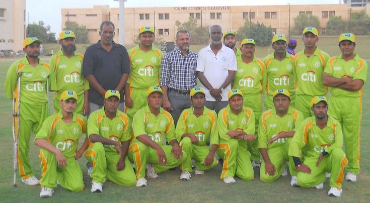 Chief Selector Pakistan Mr. Moin Khan with Karachi Disabled Cricket Team