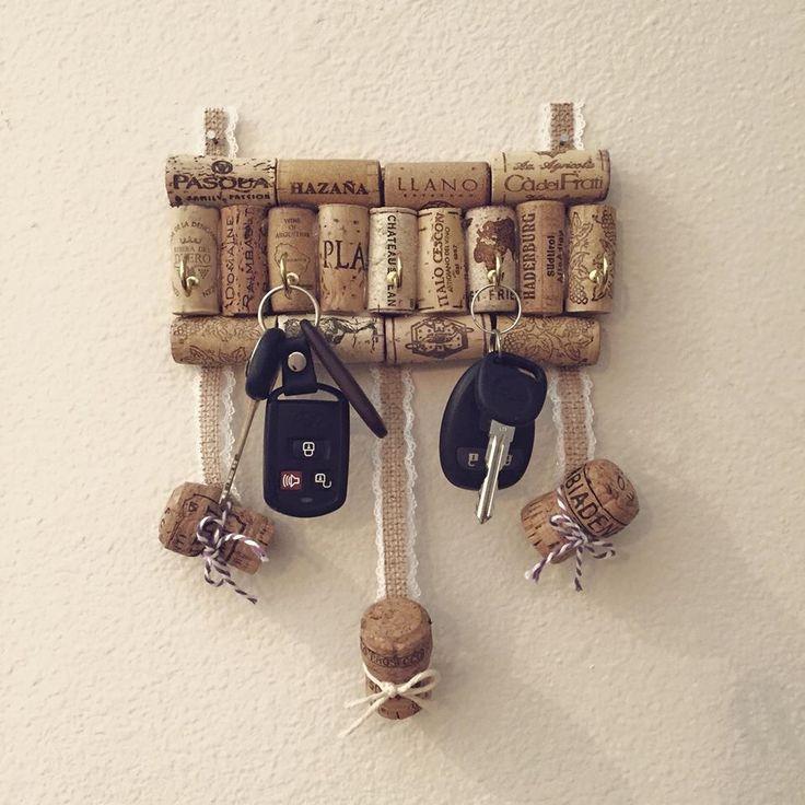 Cork Key holder. Appendichiavi con tappi di sughero. #craft #decortion #hobby…