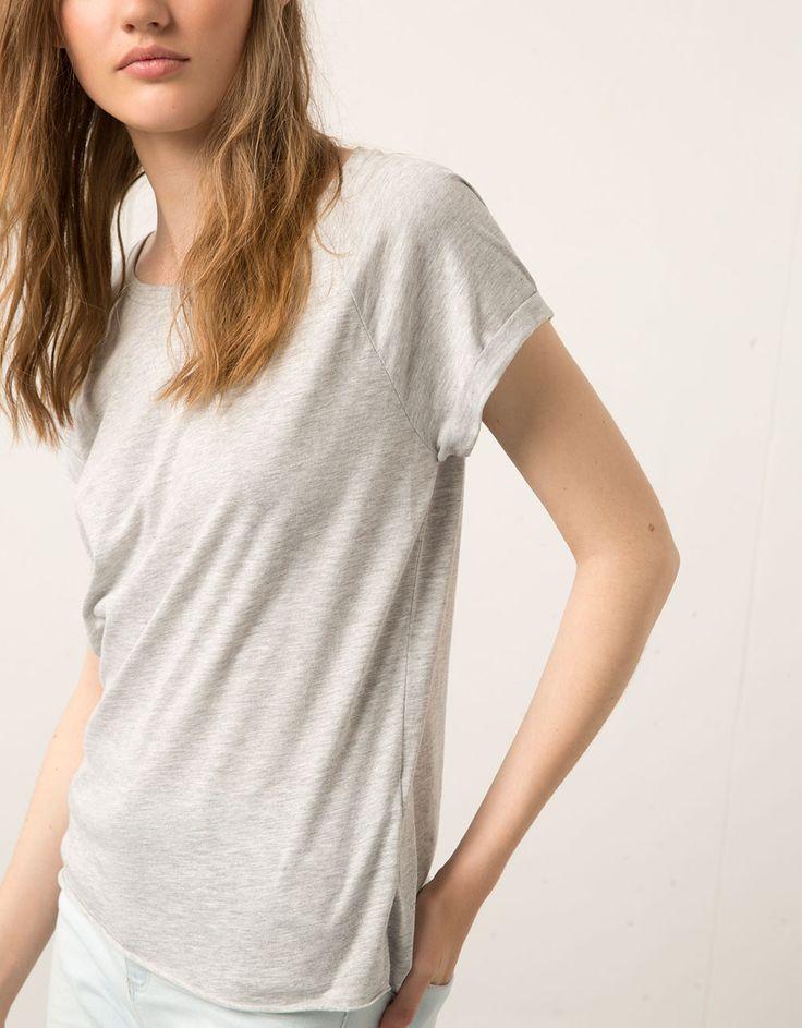 Μπλουζάκι Bershka με αντρικό κόψιμο