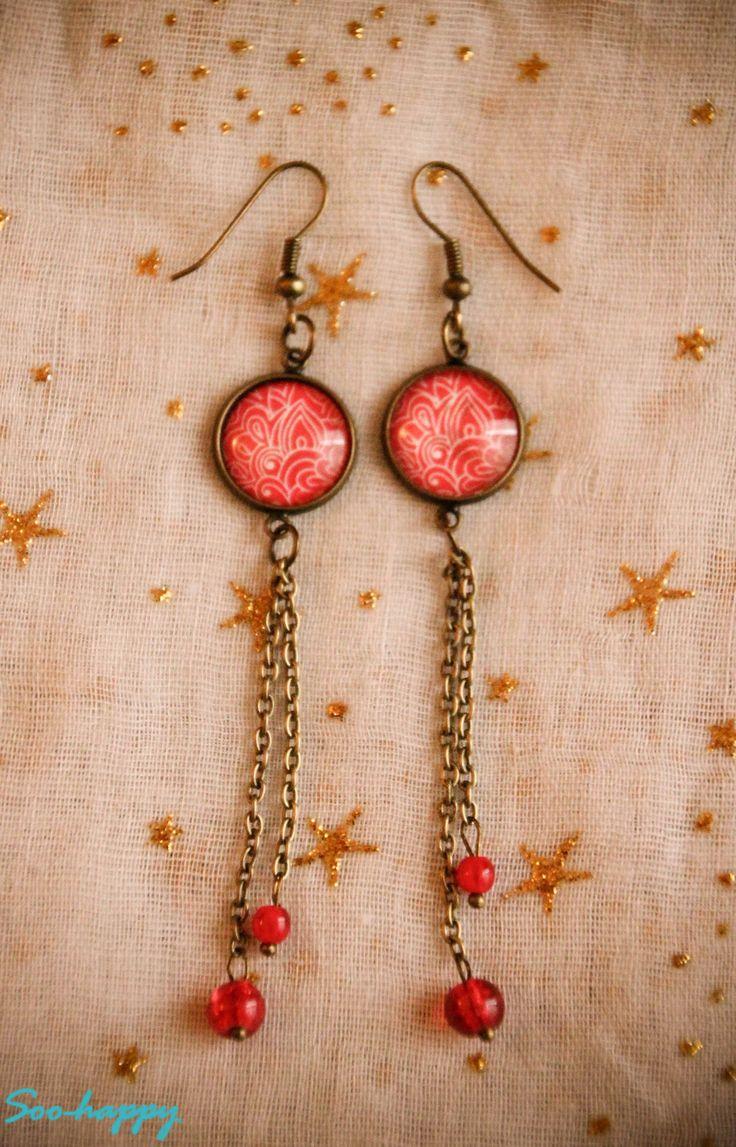 Boucles d'oreilles cabochon en verre style bohème rouge : Boucles d'oreille par soo-happy