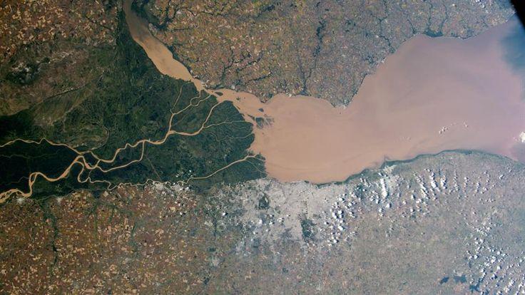 El Paraná y la ciudad de Buenos Aires. Foto: NASA