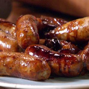 Reteta de mancare Craciun 2013 - Carnati de porc prajiti  Vin sarbatorile si incepem sa ne gandim la preparatele traditionale pentru Craciun.  Carnatii de porc prajiti care pot fi serviti cu o varietate mare de garnituri nu pot lipsi din meniul de sarbatori.