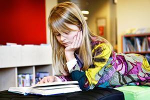 Het leesplan   Veel scholen met een taalcoördinator maken een leesplan. De taalcoördinator legt, in overleg met collega's, in het leesplan vast welke stappen de school wil zetten om de leerlingen tot leesvaardige en gemotiveerde lezers te maken. Met een leesplan werken scholen structureel en schoolbreed aan de versterking van de leesbevordering en aan de verbetering van het leesonderwijs.  http://leesplan-dev.brightside.nl/sites/default/files/vbleesplan-BO-feb2013.pdf