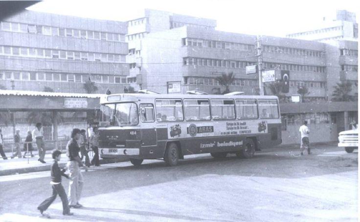 Konak eski otobüs durakları. 1970'li yıllar.