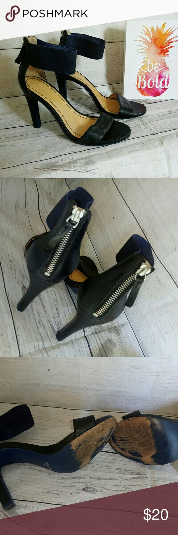 Womens Nine West Shoes Heels Size 7.5 This listing is for a pair of Womens Nine West Heels Size 7.5 Shoes are used, signs of wear on bottom of shoes but still in great condition Nine West Shoes Heels