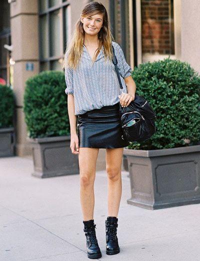 Associée à un top ample et léger, la petite jupe en cuir se porte aussi au printemps