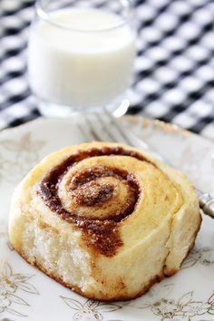 Light Cinnamon Rolls -- eggless