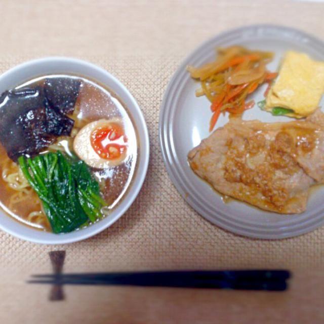 リサイクルご飯(スープは煮豚のゆで汁に醤油とかで味付け、きんぴらはふろふき大根の皮) - 4件のもぐもぐ - 自家製醤油ラーメン 生姜焼き だし巻き 大根の皮きんぴら by nyaromechan