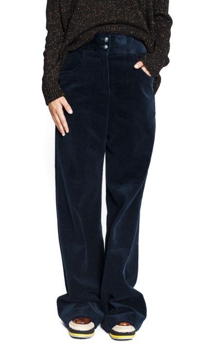 Pantalon en Velours Bleu Etro Ce pantalon bleu marine est signée Etro Automne-Hiver 2017-2018. Ce pantalon large en velours côtelé est large et légèrement évasé dans le bas. De couleur uni bleu profond. Pantalon taille haute, s'attache avec boutons. 100% Coton