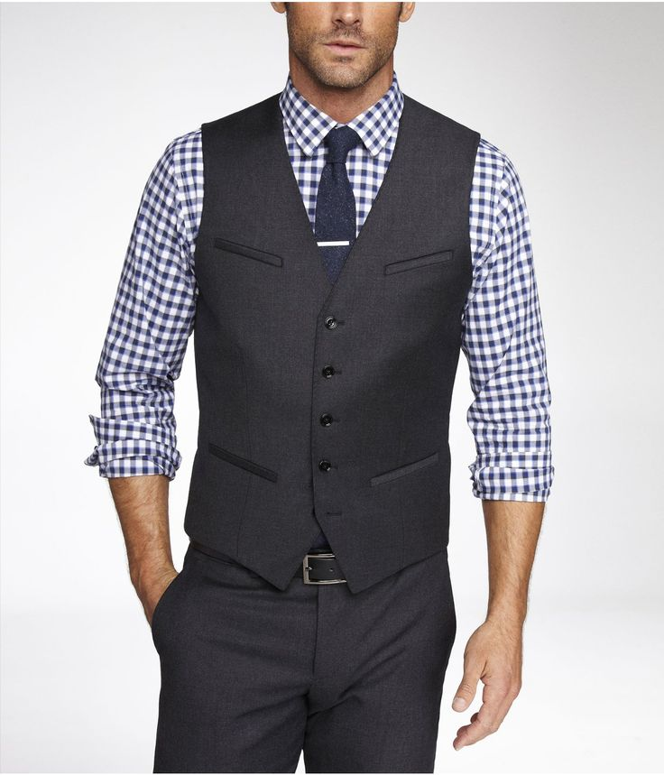 The tie clip is a bit high, and having the upper right pocket isn't may favorite, but I like the look overall