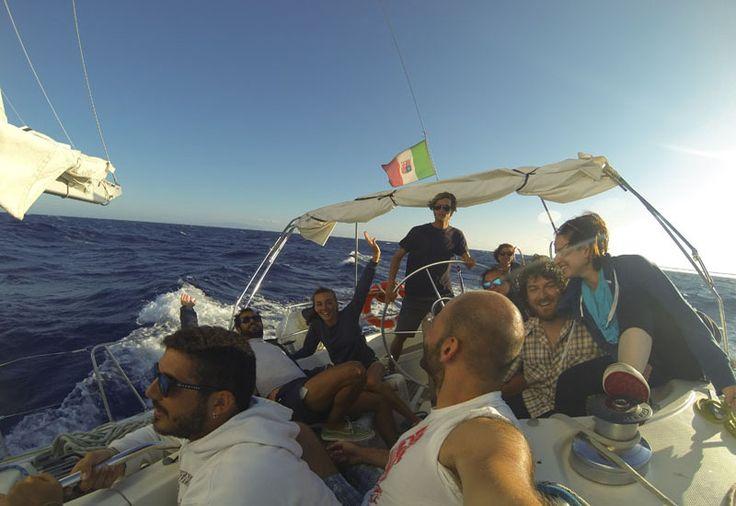 quando la barca a vela si inclina è meglio aggrapparsi !