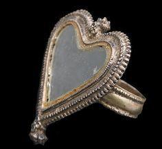 anillo,de corazon muy tipico y lindo