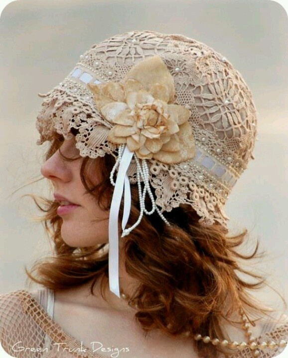 Vintage hat! Love all the lace.