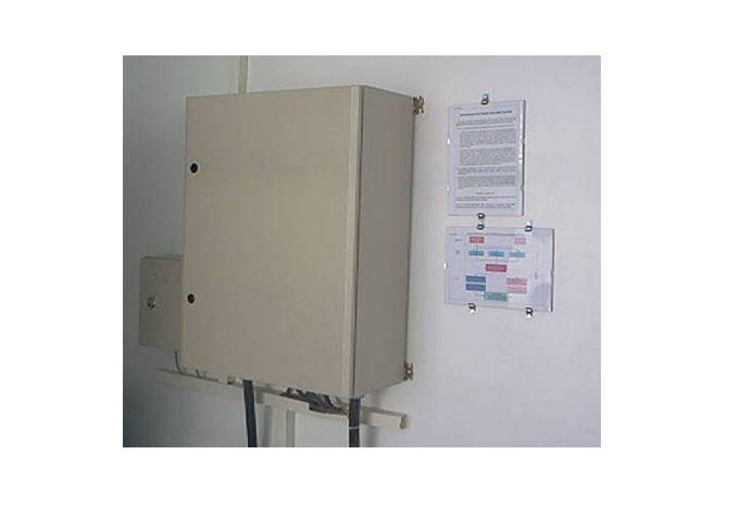 SHUT OFF PANO Bodrumlu istasyonlarda kurulan gaz dedektör sistemleri ile entegre olup, acil durumlarda istasyonun elektriğini kesmesi için dizayn edilmiş özel bir panodur. DAHA FAZLA BİLGİ İÇİN: http://www.torapetrol.com/urunkategori/shut-off-pano