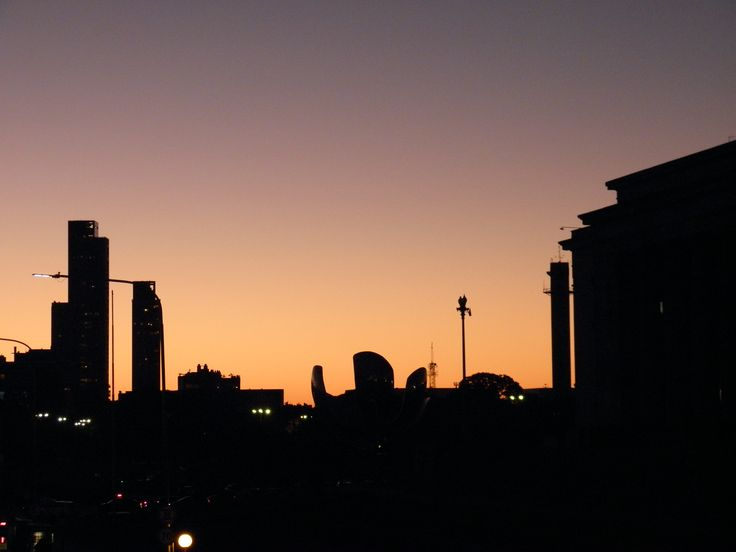 Atardecer en la ciudad. Recoleta, Capital Federal, Buenos Aires.