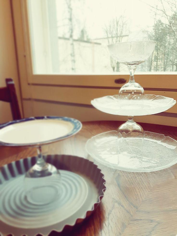 Koskaan ei kannata heittää pois erilaisia laseja, kuppeja ja lautasia, ja varsinkaan, jos ovat täysin eriparia. Yksi tuota ja toinen to...