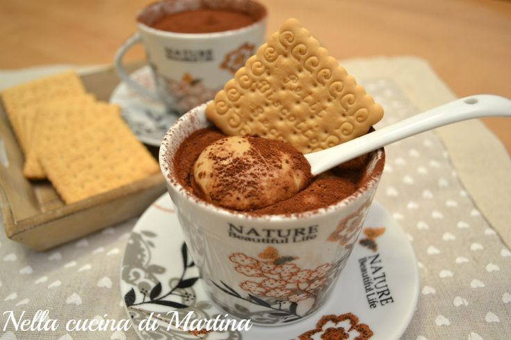 Le coppe al caffè sono un dessert goloso e semplice che potrete allestire anche all'ultimo momento con pochi e reperibili ingredienti.