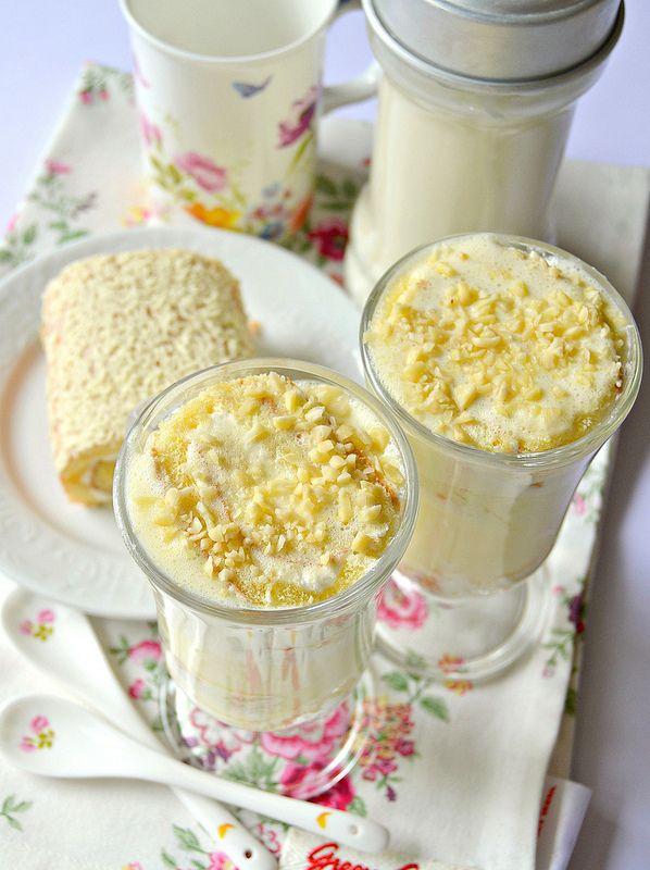 Tazza floreale e cucchiani EasyLifeDesign   Come vi avevo scritto nel post di ieri, ecco il primo dolce che ho realizzato con il latte di ...