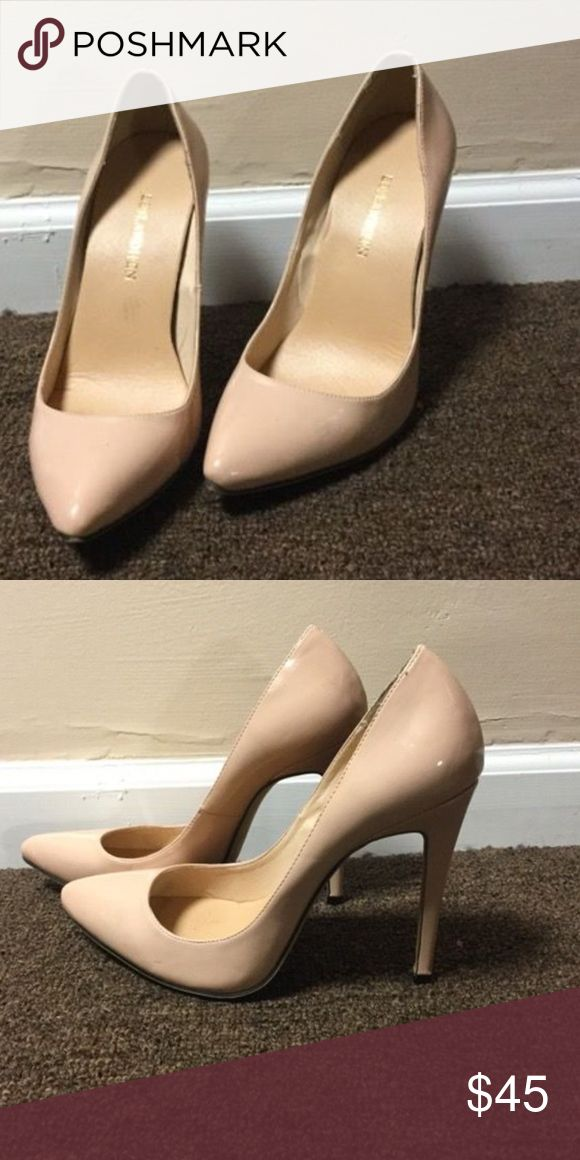 Nude court shoe Cute nude shoe for sale. It can be worn with dresses or pants depending on how you choose to dress it. Contact me for more details. Happy shopping! Shoes Heels