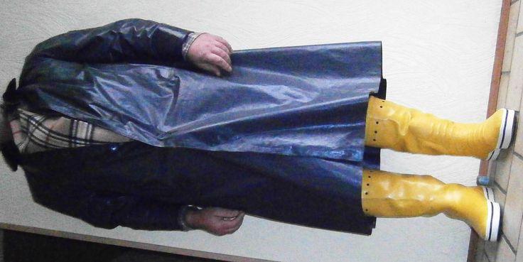 Klepper Mantel und gelbe Romika Segelstiefel