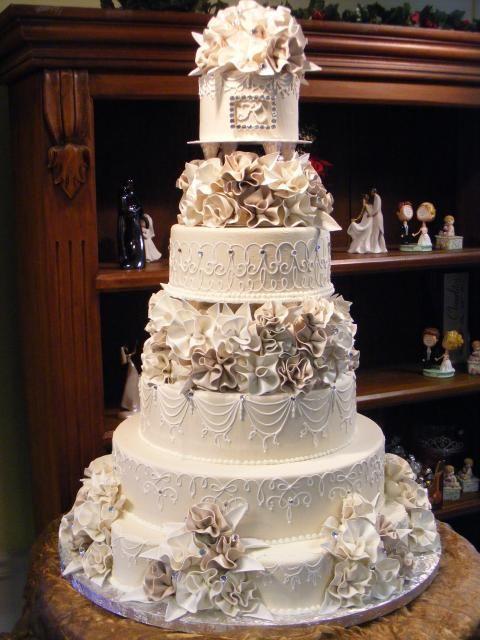 Stunning. By Konditor Meister Elegant Wedding Cakes.