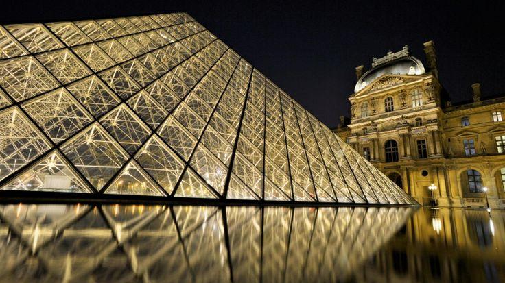 Pyramide du Louvre, Paris. Travel the World with Angelo Ferraris.