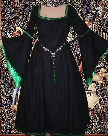 Medieval Gown LOTR Renaissance Costume SCA Garb by camelots0closet, $74.00 Oooh, I'd love this in black with blood red trim. O.O