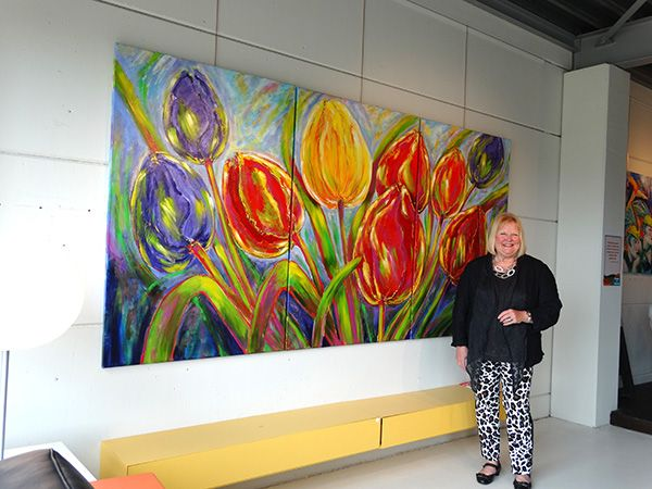 Betty Jonker art, acrylic- and oilpaintings as flowers (big) tulips, animals, people, portraits, Geisha's, landscapes. Colorful and Funny. Vrolijk en kleurrijk!