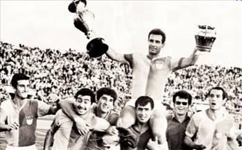 1968-1969METİN OKTAY ŞAMPİYONLUKLA VEDA ETTİToma Kaleperoviç'in teknik direktörlüğünü yaptığı bu sezonda...