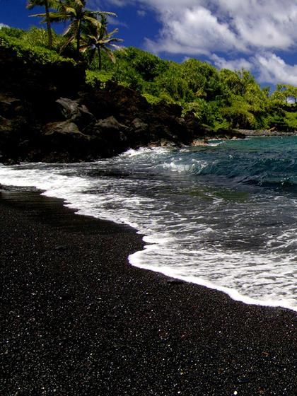 Kailua-Kona, Hawaii to Puukohola Heiau, Hawaii The Big Island of Hawaii has it all. You will encounter active lava flows, warm beaches, and lush forests. Take the Hawaii Belt Road that circles the entire island. Distance: 480 Miles