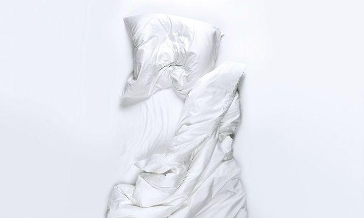 Sich im Bett stundenlang hin- und herzuwälzen ist einfach nur zermürbend. Schlafmittel hingegen machen abhängig. Dennoch sind sie besser als ihr Ruf